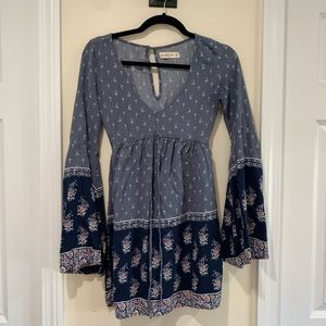 Abercrombie bell-sleeve dress 100% viscose. XS